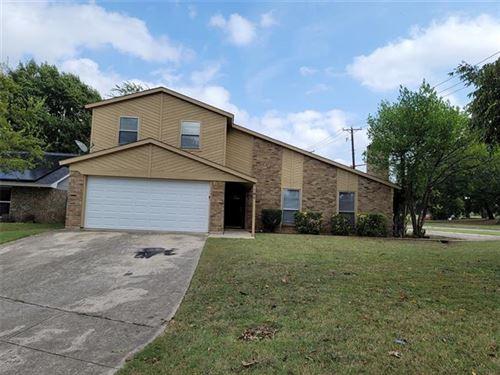 Photo of 701 Matthews Court, Arlington, TX 76012 (MLS # 14690333)