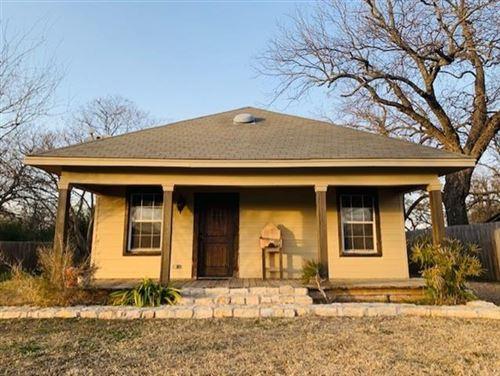 Photo of 107 Throckmorton Street, Weatherford, TX 76086 (MLS # 14501347)
