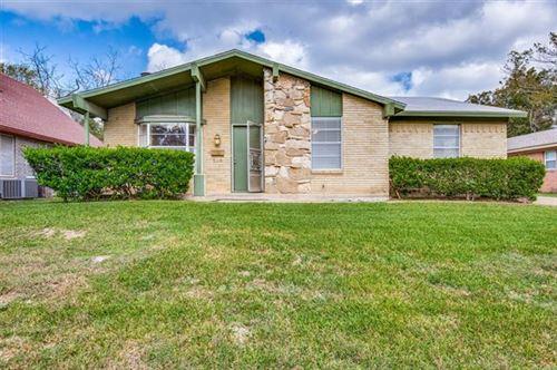Photo of 201 E Vilbig Street, Irving, TX 75060 (MLS # 14459352)