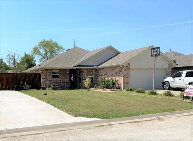 501 W Gould Street, Pilot Point, TX 76258 - #: 14420355