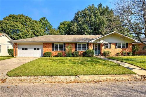 Photo of 216 Texoma Drive, Whitesboro, TX 76273 (MLS # 14450359)