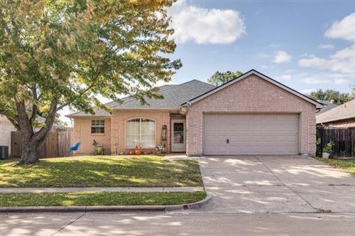 Photo of 6808 W Lynn Creek Drive, Arlington, TX 76001 (MLS # 14467370)