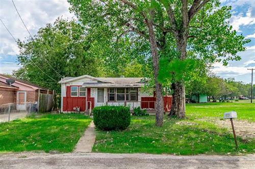 Photo of 304 Campbell Street, Terrell, TX 75160 (MLS # 14664393)