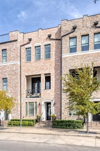 Photo of 568 S Pearl Expy, Dallas, TX 75201 (MLS # 14467399)