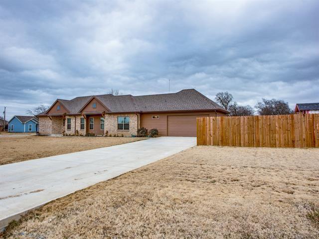 415 N Montague Street, Pilot Point, TX 76258 - #: 14504416