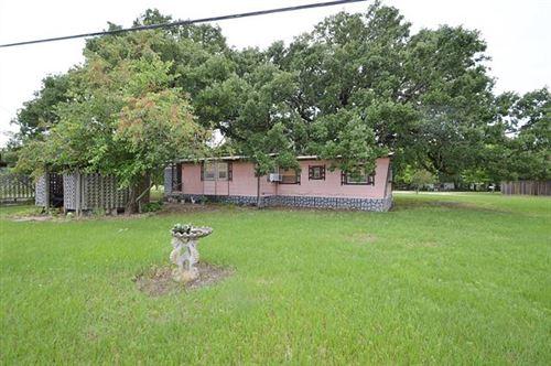 Photo of 900 S Crestway Drive, West Tawakoni, TX 75474 (MLS # 14589425)
