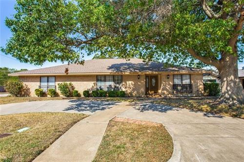 Photo of 5012 South Drive, Fort Worth, TX 76132 (MLS # 14674425)
