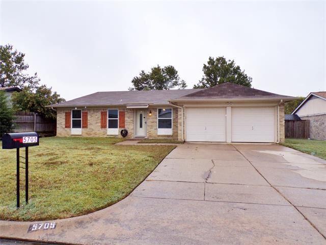 5705 Macgregor Drive, Haltom City, TX 76148 - #: 14461436