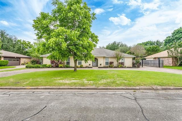 720 Bluebird Street, Fort Worth, TX 76140 - #: 14596455