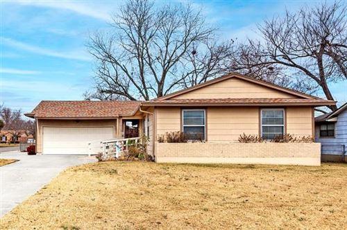 Photo of 101 E Russell, Bonham, TX 75418 (MLS # 14491458)