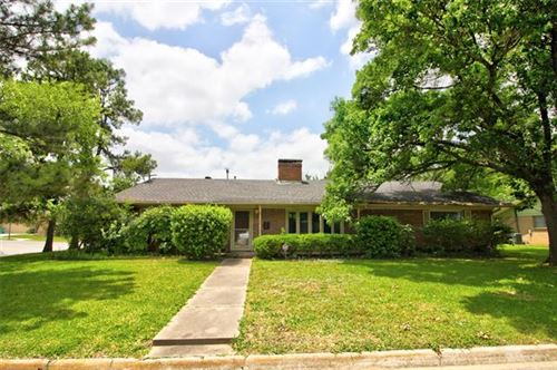 Photo of 707 Melody Lane, Gainesville, TX 76240 (MLS # 14274462)