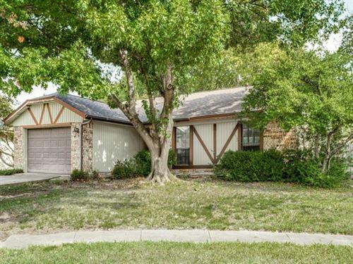 Photo of 2922 HAYMEADOW Drive, Grand Prairie, TX 75052 (MLS # 14687468)