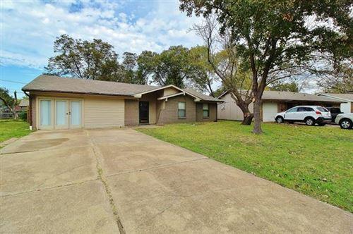 Photo of 542 W Ferndale Lane, Grand Prairie, TX 75052 (MLS # 14671471)