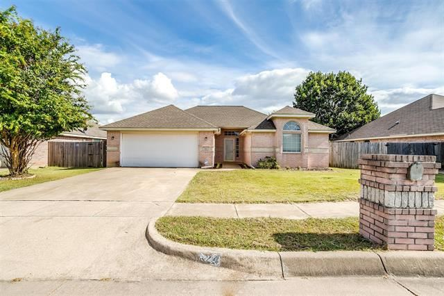 524 Meadowcrest Drive, Burleson, TX 76028 - #: 14669473