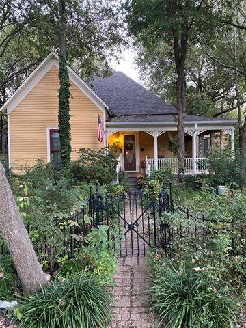 Photo of 704 N Church Street, McKinney, TX 75069 (MLS # 14696476)