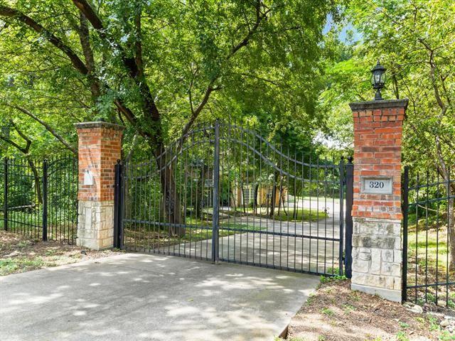 320 Oakwood Drive, Hurst, TX 76053 - MLS#: 14619488