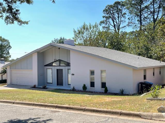 1612 Shadow Hill Drive, Fort Worth, TX 76112 - #: 14680502