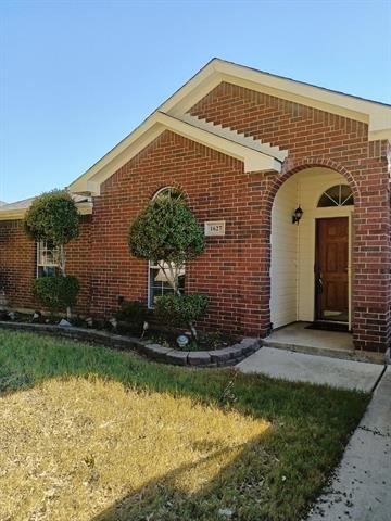 Photo of 1627 Summertree Lane, Grand Prairie, TX 75052 (MLS # 14686524)