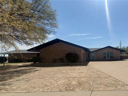 Photo of 1908 Country Club Drive, Sweetwater, TX 79556 (MLS # 14639546)