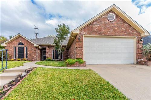 Photo of 1203 Westbriar Drive, Weatherford, TX 76086 (MLS # 14455563)