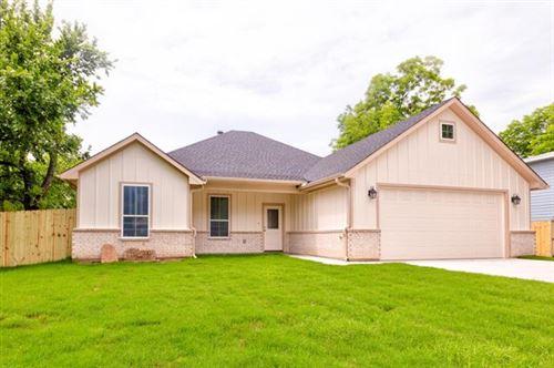 Photo of 902 N Main, Tioga, TX 76271 (MLS # 14597610)