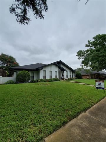 Photo of 9515 Viewside Drive, Dallas, TX 75231 (MLS # 14437620)