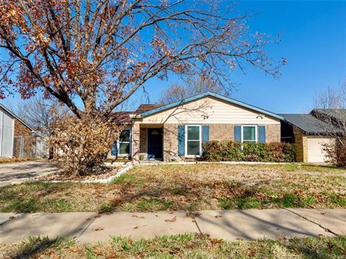 Photo of 6933 Misty Glen Court, Fort Worth, TX 76120 (MLS # 14235626)