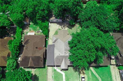 Photo of 610 W Page Avenue, Dallas, TX 75208 (MLS # 14193627)