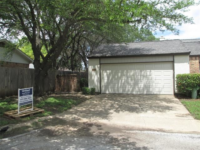 1001 Woodoak Court, Fort Worth, TX 76112 - #: 14589628