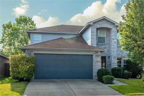 Photo of 16816 Pinery Way, Fort Worth, TX 76247 (MLS # 14632635)