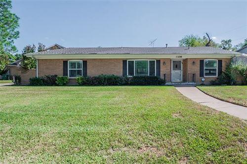 Photo of 1408 Navaho Street, Arlington, TX 76012 (MLS # 14697680)