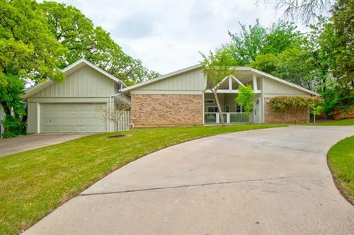 Photo of 2800 Oak Cliff Lane, Arlington, TX 76012 (MLS # 14556687)