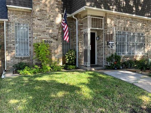 Photo of 3009 Stonehenge Lane, Carrollton, TX 75006 (MLS # 14687690)