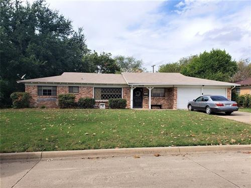 Photo of 5520 Wales Avenue, Fort Worth, TX 76133 (MLS # 14697696)