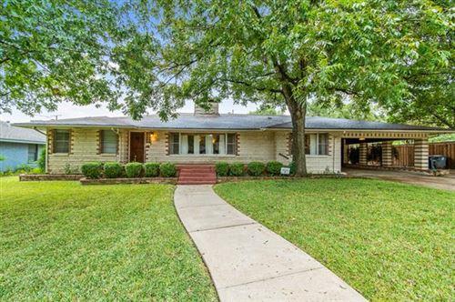 Photo of 810 W Greenbriar Lane, Dallas, TX 75208 (MLS # 14459705)