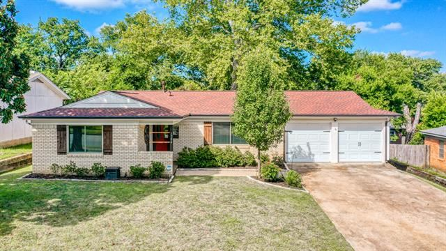 1204 Westcrest Drive, Arlington, TX 76013 - #: 14393706