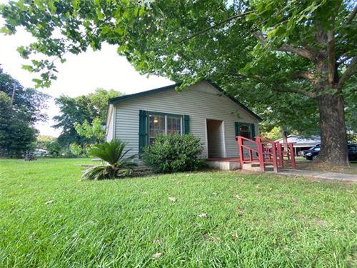 Photo of 401 Dogwood Ln, Mount Pleasant, TX 75455 (MLS # 14358710)