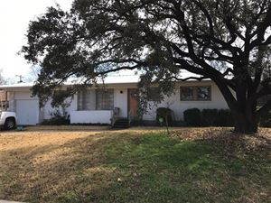 Photo of 4817 Staples Avenue, Fort Worth, TX 76133 (MLS # 13779730)