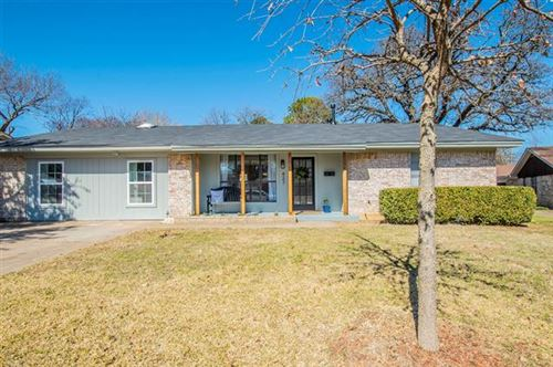Photo of 427 Holly Street, Grapevine, TX 76051 (MLS # 14522733)