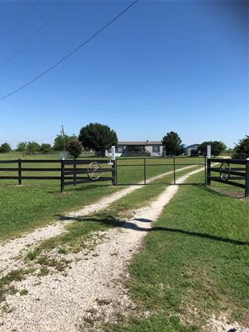 Photo of 8732 Private Road 3842, Quinlan, TX 75474 (MLS # 14601744)