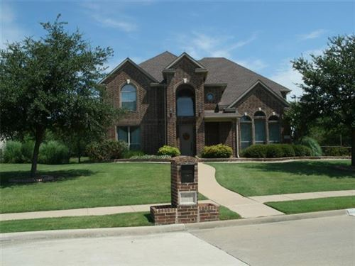 Photo of 907 Bentwater Parkway, Grand Prairie, TX 75104 (MLS # 14405784)