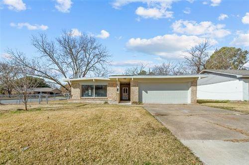 Photo of 319 Walnut Street, Terrell, TX 75160 (MLS # 14500812)