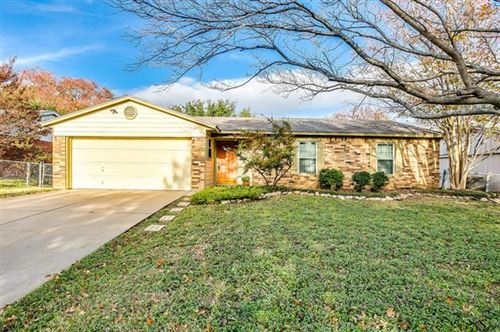 Photo of 520 Parkview Drive, Burleson, TX 76028 (MLS # 14501823)