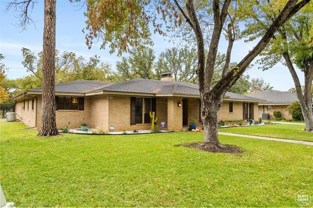 807 Brook Hollow Street, Brownwood, TX 76801 - #: 14505823