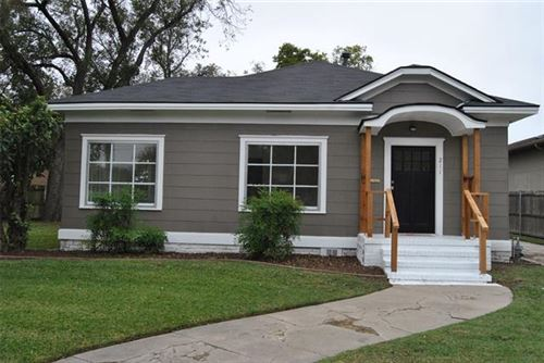 Photo of 211 S Grand Avenue, Gainesville, TX 76240 (MLS # 14459826)