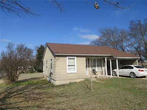 Photo of 204 W Howell Street, Saint Jo, TX 76265 (MLS # 14279858)