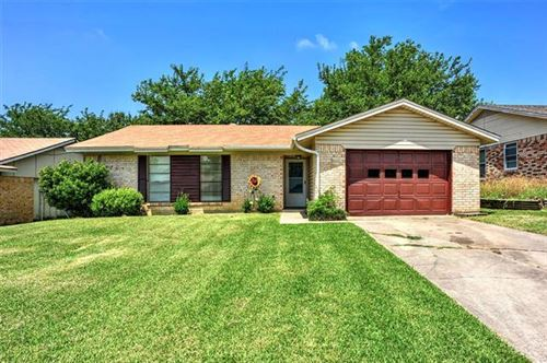 Photo of 1811 Arkansas Drive, Gainesville, TX 76240 (MLS # 14380880)