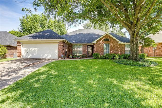 132 Sandlewood Lane, Burleson, TX 76028 - #: 14605897