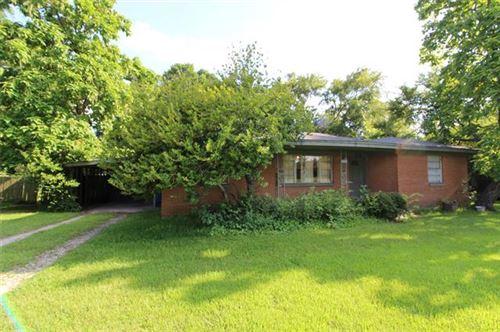 Photo of 518 E Woodland Street, Collinsville, TX 76233 (MLS # 14617901)