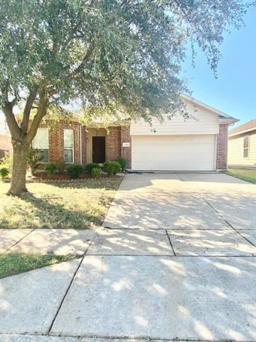 Photo of 1144 Fairweather Drive, Fort Worth, TX 76120 (MLS # 14697901)